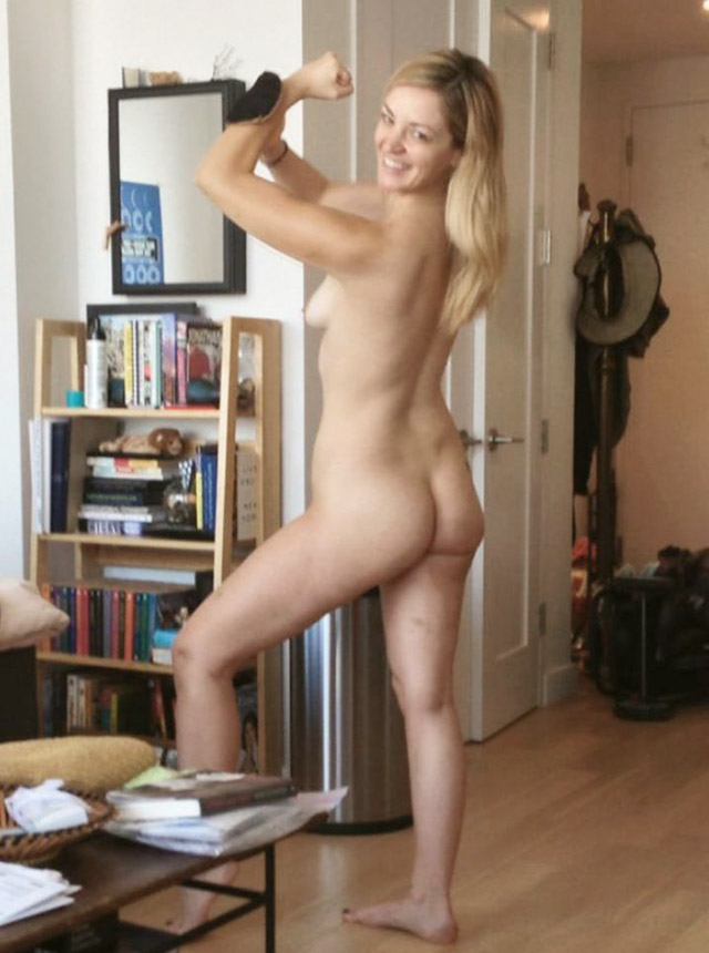Abby Elliott Leaked Pics, Tits and Ass