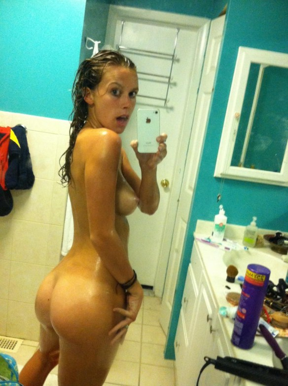 Carly Simmons Leaked Photos, Butt Pics