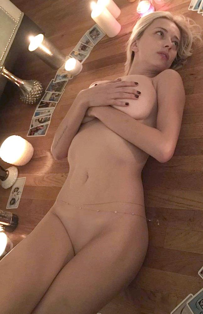 Caroline Vreeland Leaked Pics, Naked in Bed