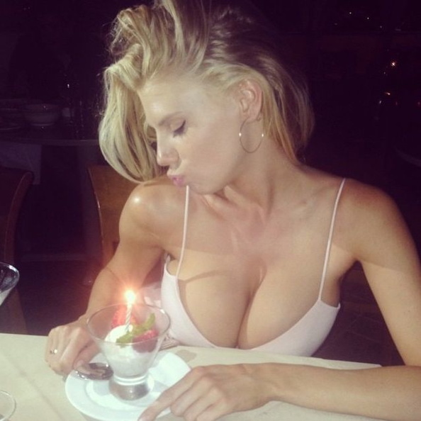 Charlotte McKinney Leaked Pics, Naked Photos