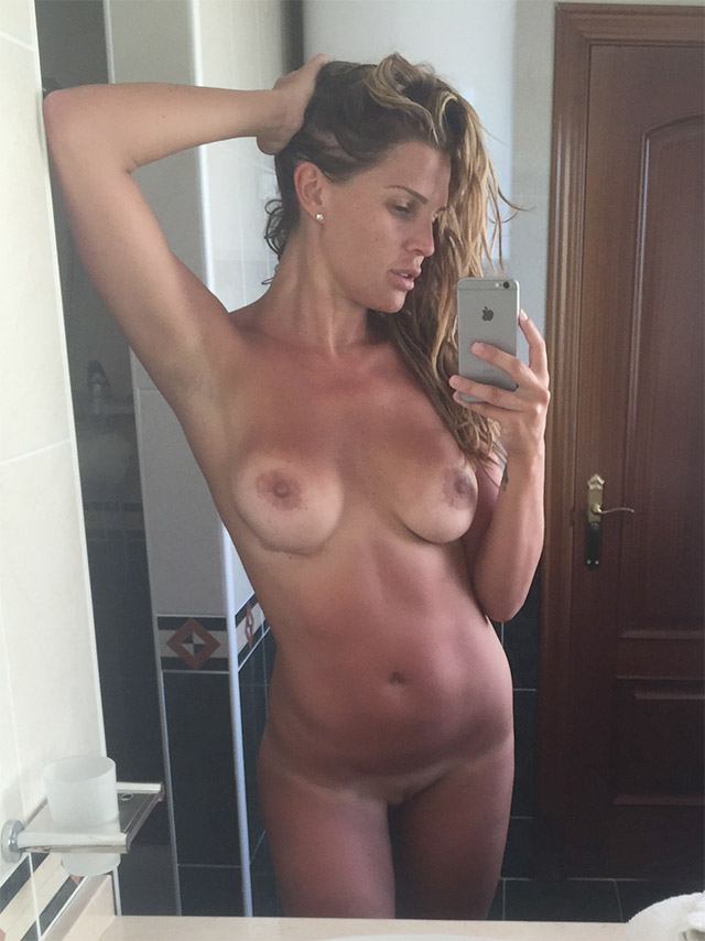 Danielle Lloyd Nude Pictures Leaked, Pussy and Tits