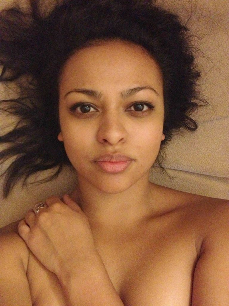 Ellenore Scott Leaked Nude Selfies, Boobs and Pussy