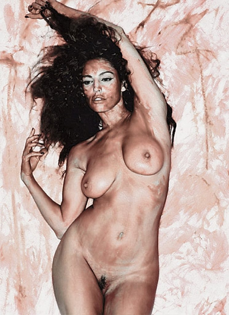 Kelly Brook Nude Photos