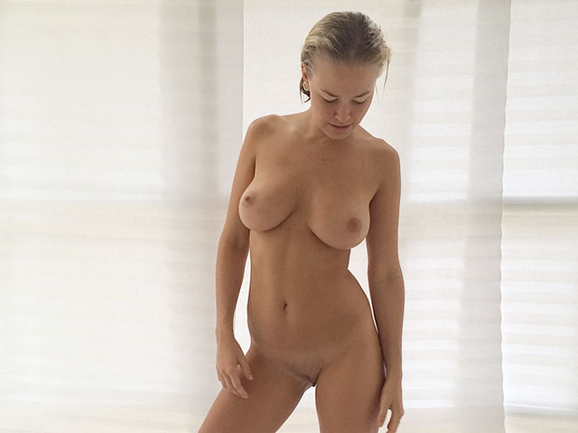 Lara Bingle Leaked Nude Pics, Full Frontal