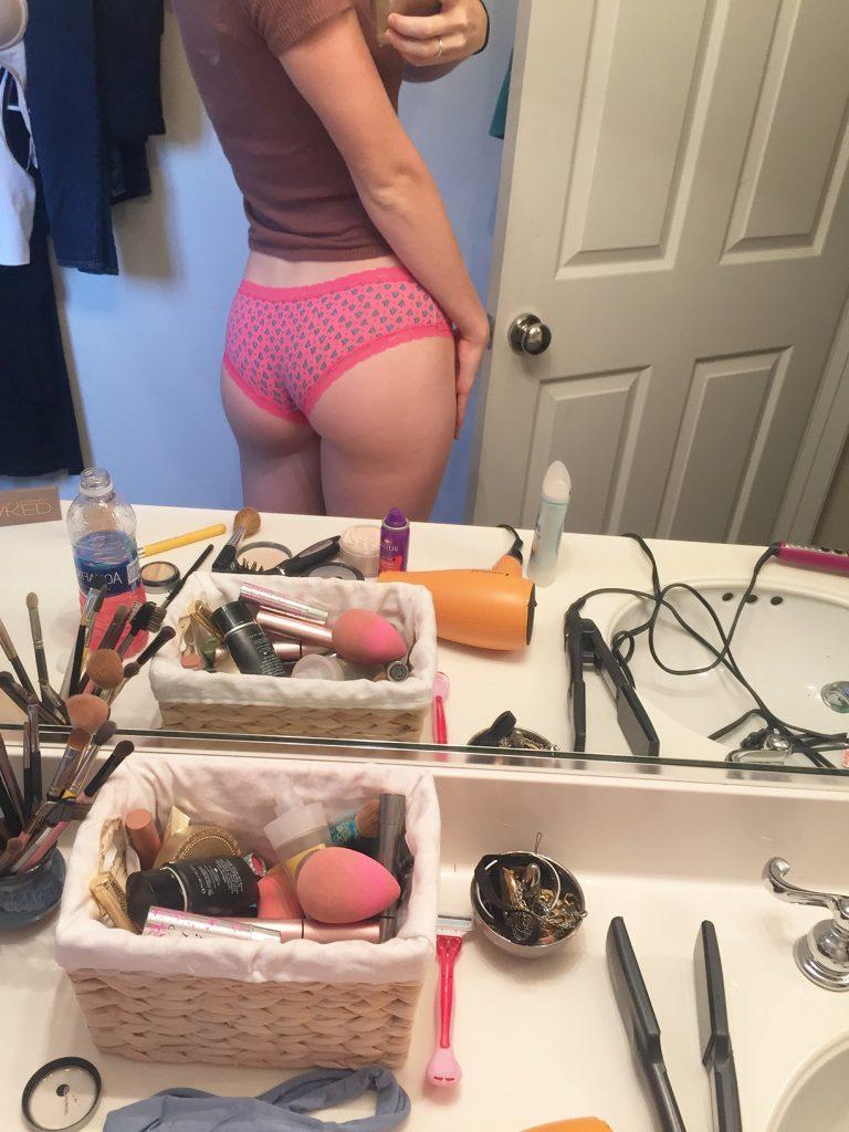Mackenzie Lintz Leaked Pics, Nude Selfie Photos