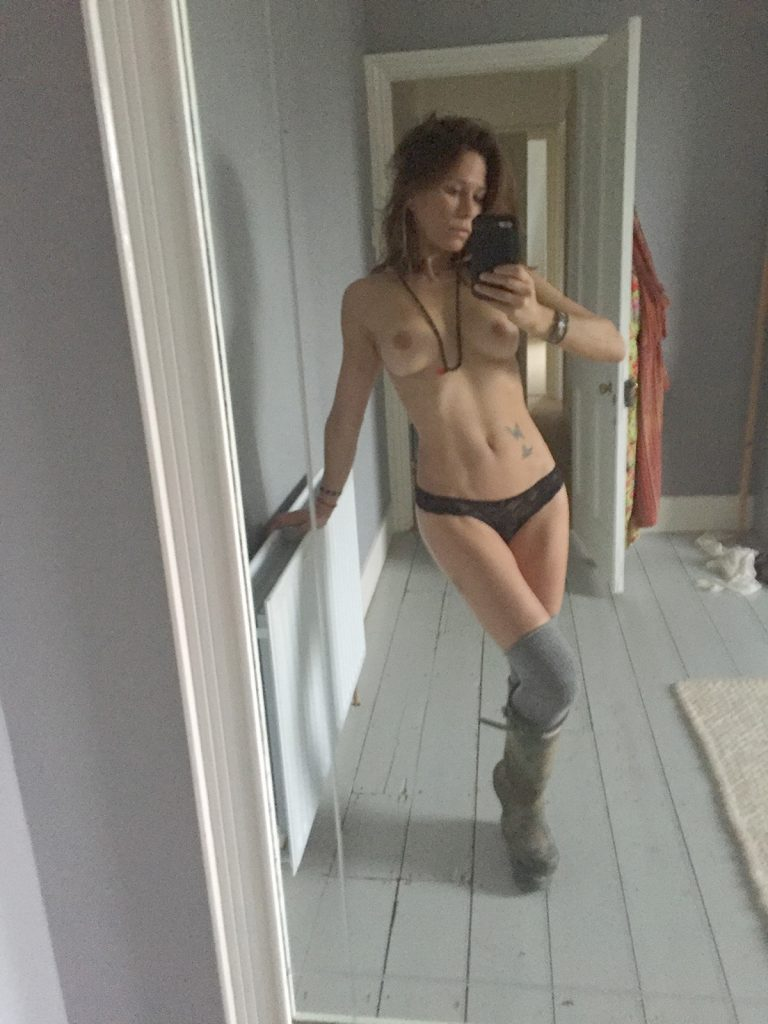 Rhona Mitra Leaked Photos and Nude Pics