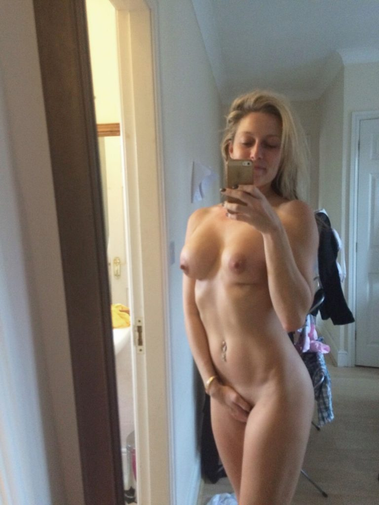 Suzanne Collins Leaked Photos and Nude Selfies