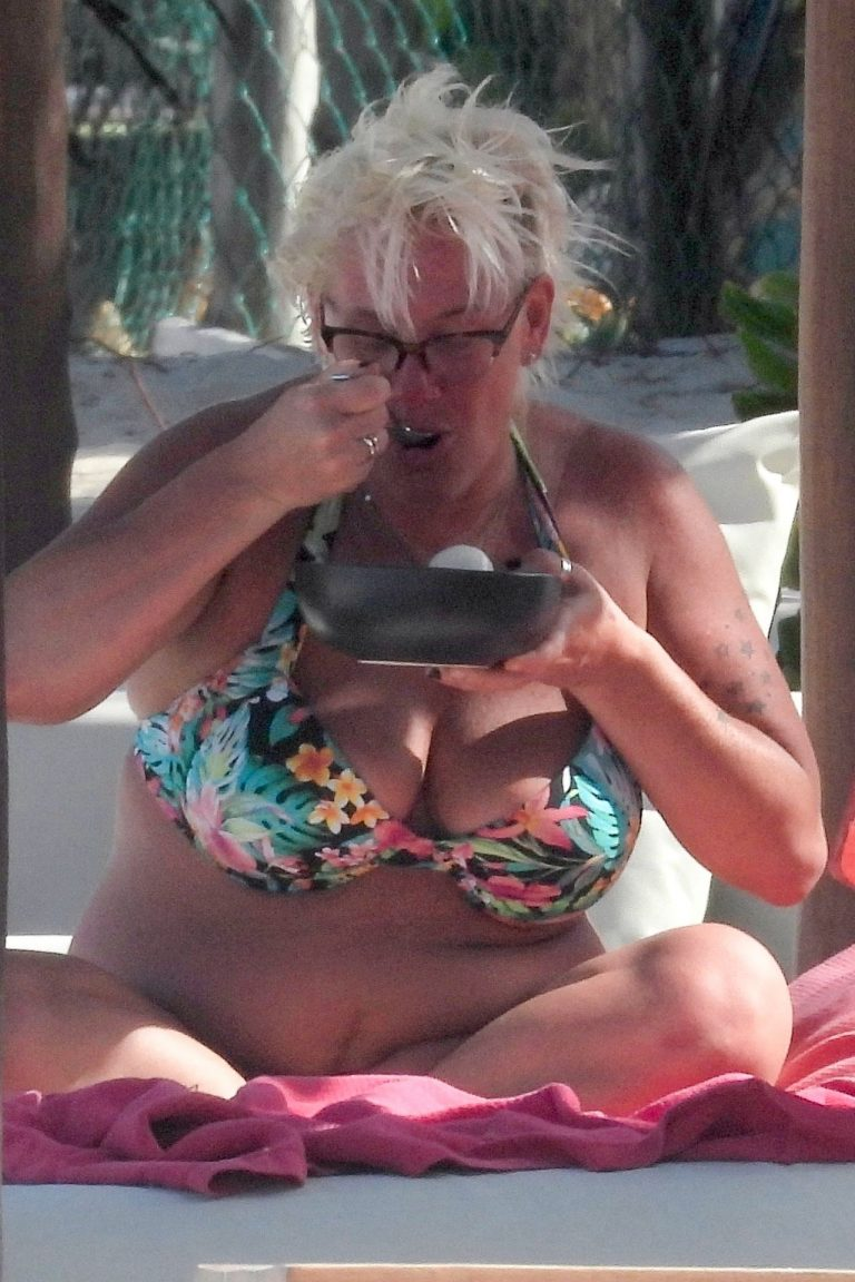 Anne Burrell Hot Pictures, Huge Boobs
