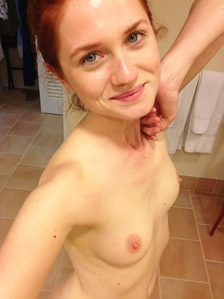 Bonnie Wright Leaked Nudes, Tits and Pussy