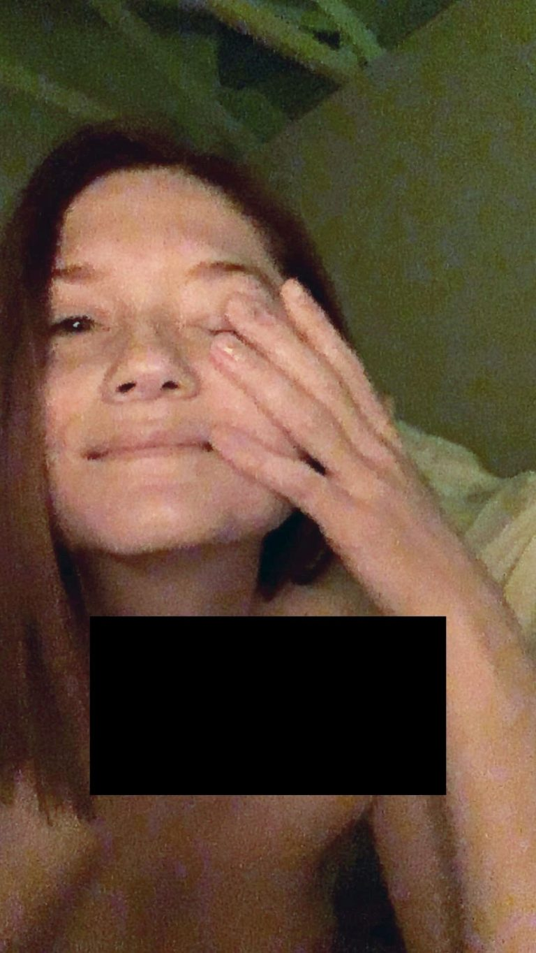 Bonnie Wright Leaked Nude Photos, Tits