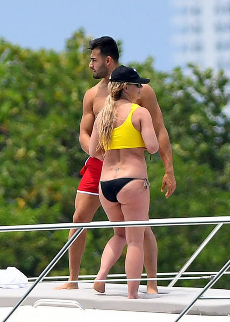 Britney Spears Sexy Pics On A Yacht