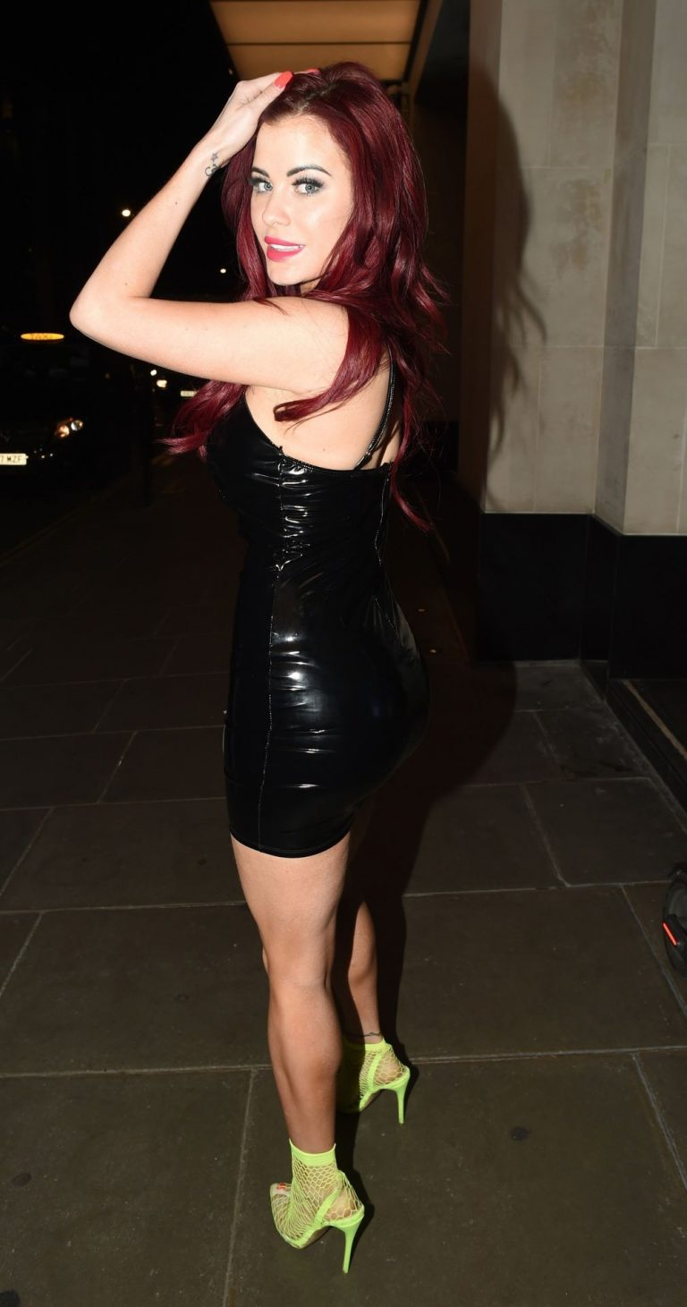 Carla Howe Sexy Cleavage Pictures