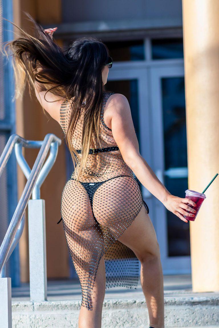 Claudia Romani Sexy Bikini Photos