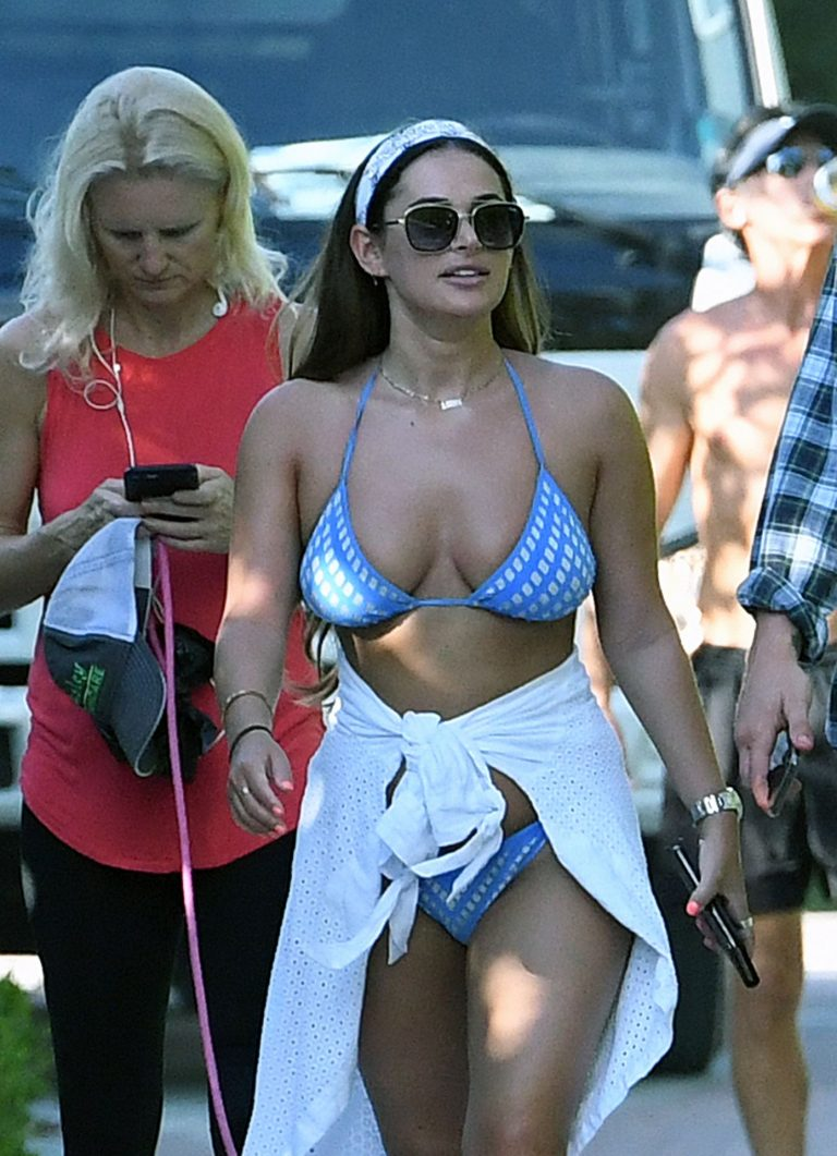 Courtney Green Hot Cleavage Pictures