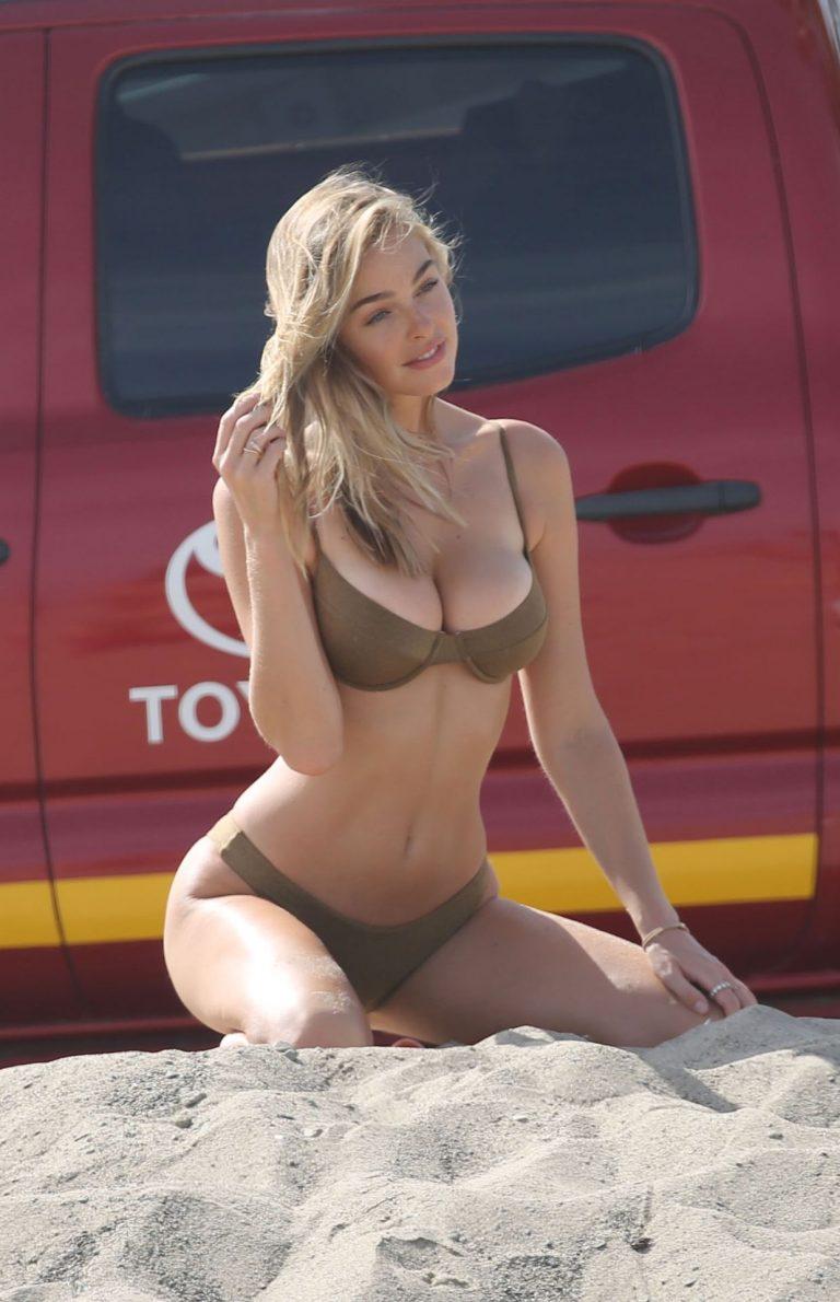 Elizabeth Turner Sexy Beach Photos