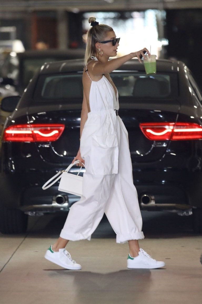 Hailey Bieber Leaked Pics, Braless
