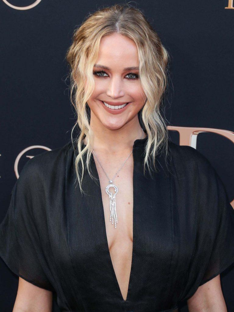 Jennifer Lawrence Sexy Braless Pic
