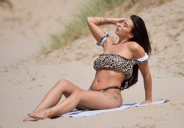 Jenny Thompson Sexy Beach Photos