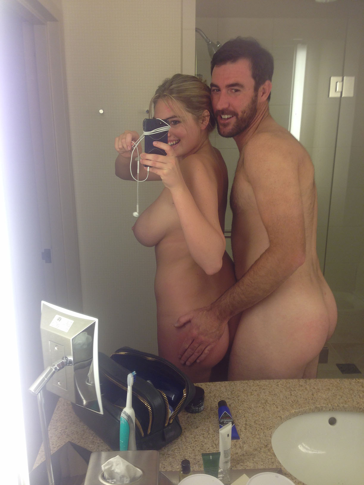 Kate Upton Leaked Photos, Boobs and Full Nude Pics