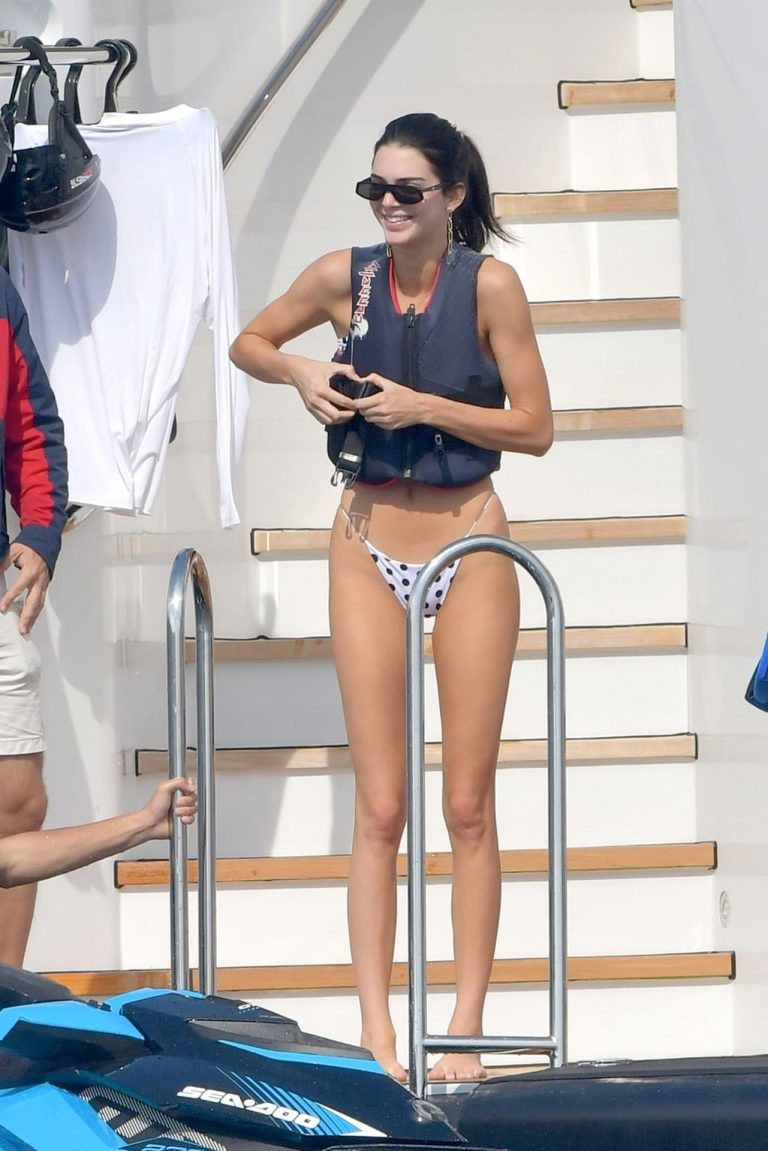 Kendall Jenner Sexy Bikini Pictures