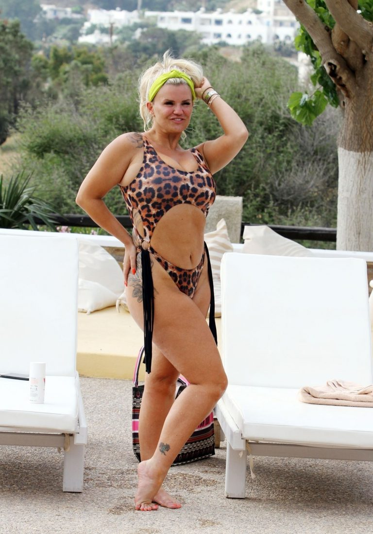 Kerry Katona Sexy Vacation Photos