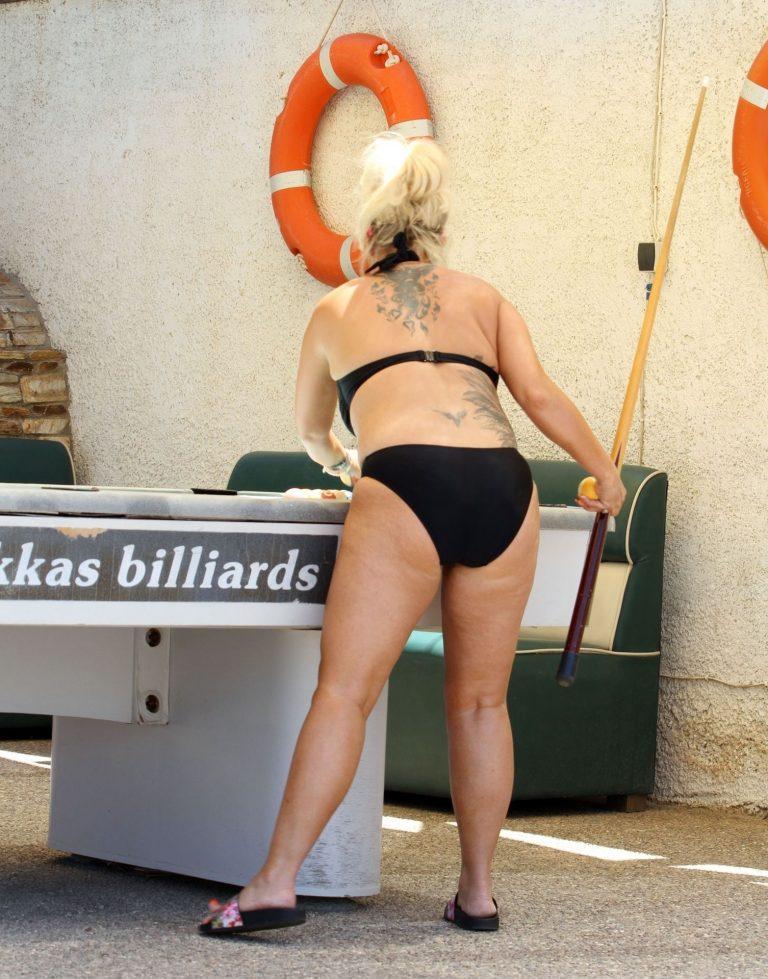 Kerry Katona Plays Snooker In Bikini