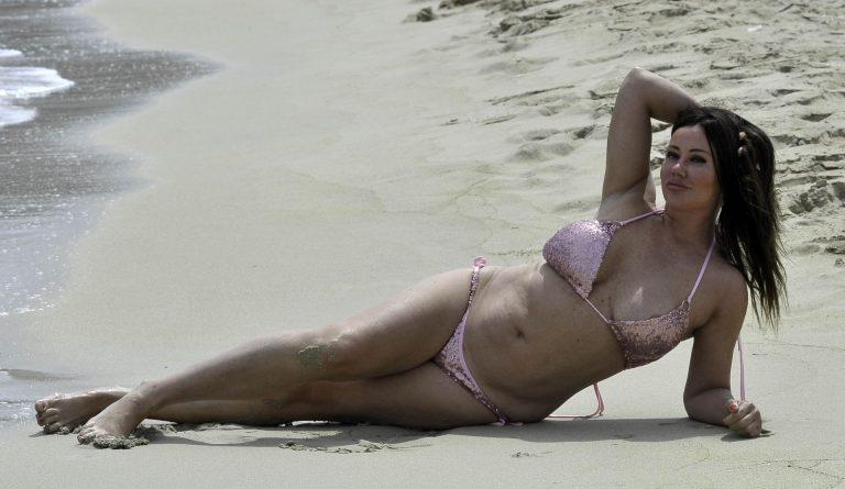 Lisa Appleton Hot Photos, Cleavage