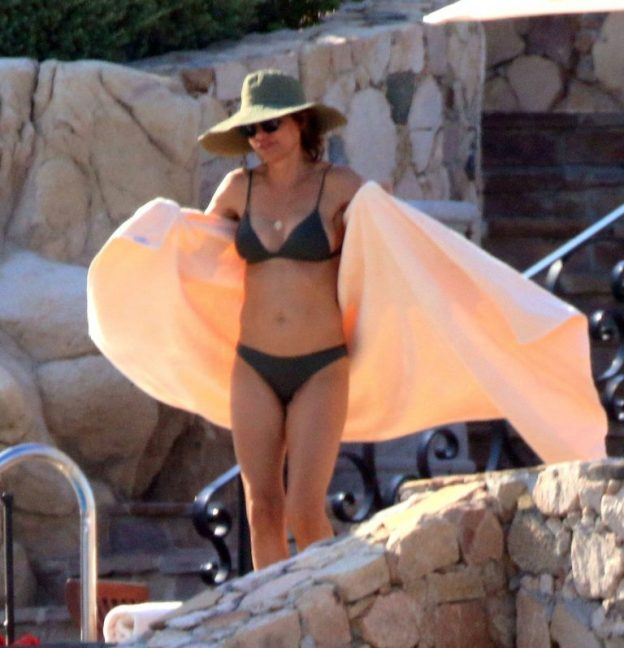 Lisa Rinna Sexy Vacation Photos, Bikini