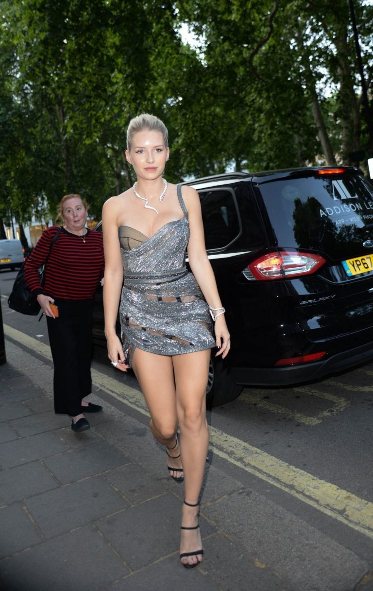 Lottie Moss Sexy Pictures, Cleavage