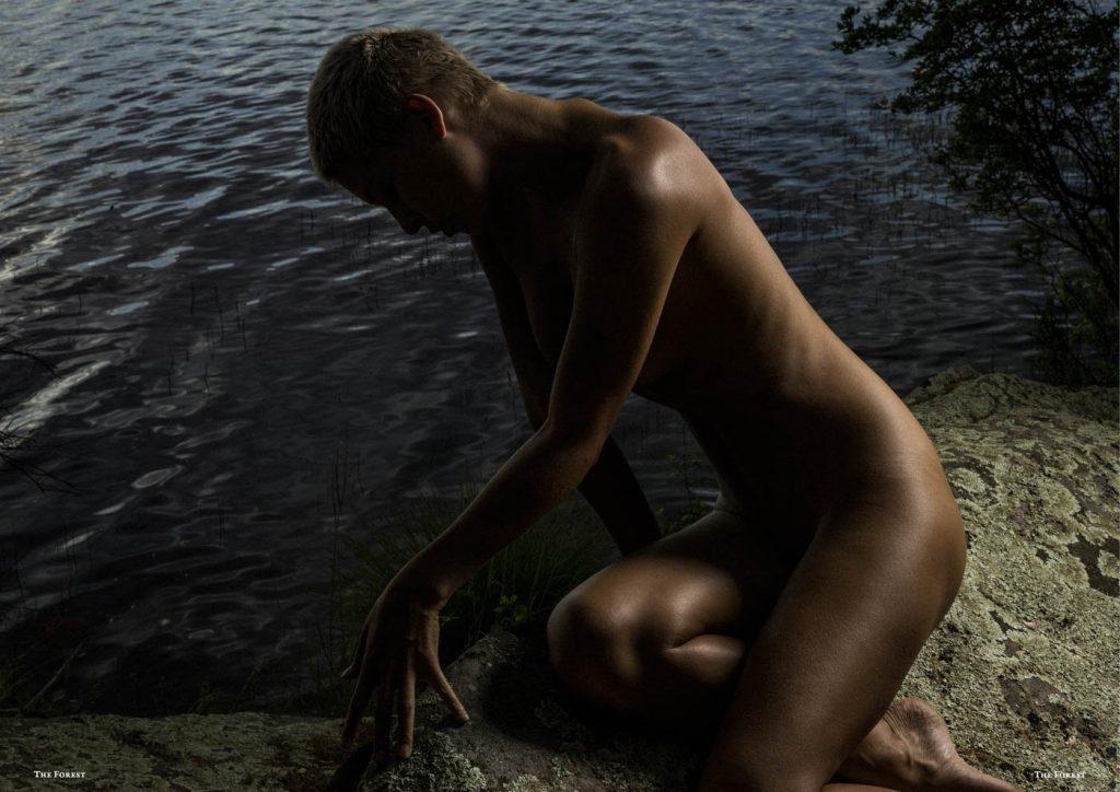 Marisa Papen Nude Photoshoot, Outdoors Pics