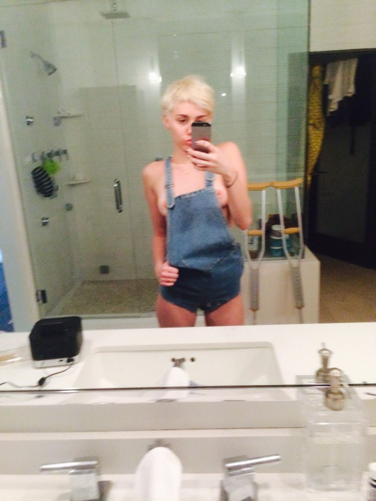 Miley Cyrus Leaked Nude Pictures, Tits and Pussy