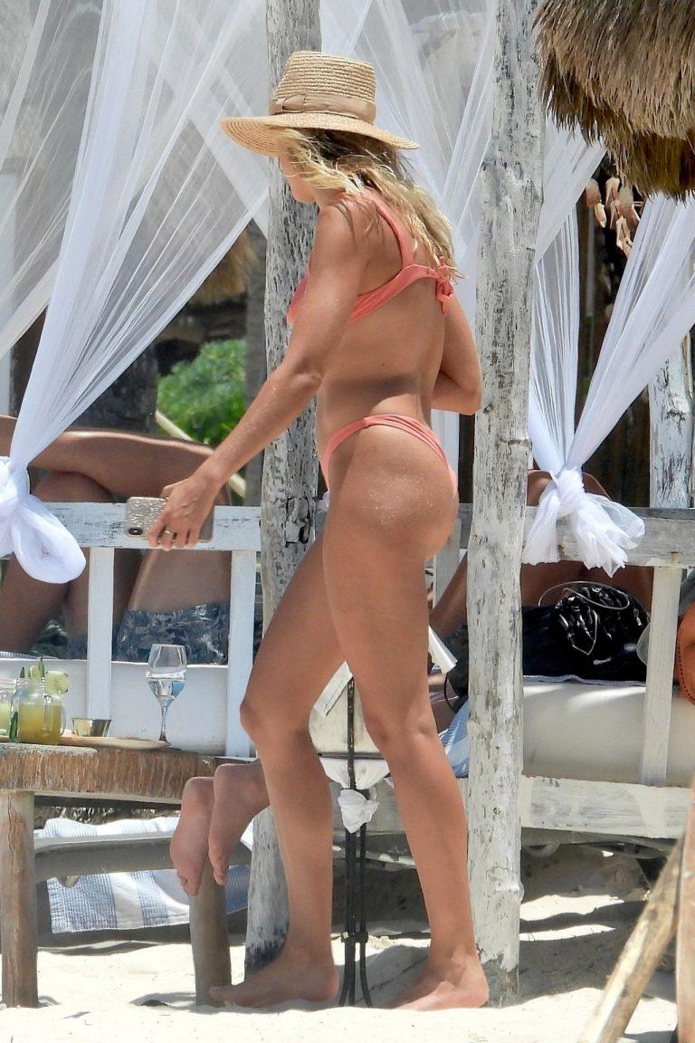 Natalie Roser Sexy Beach Phots