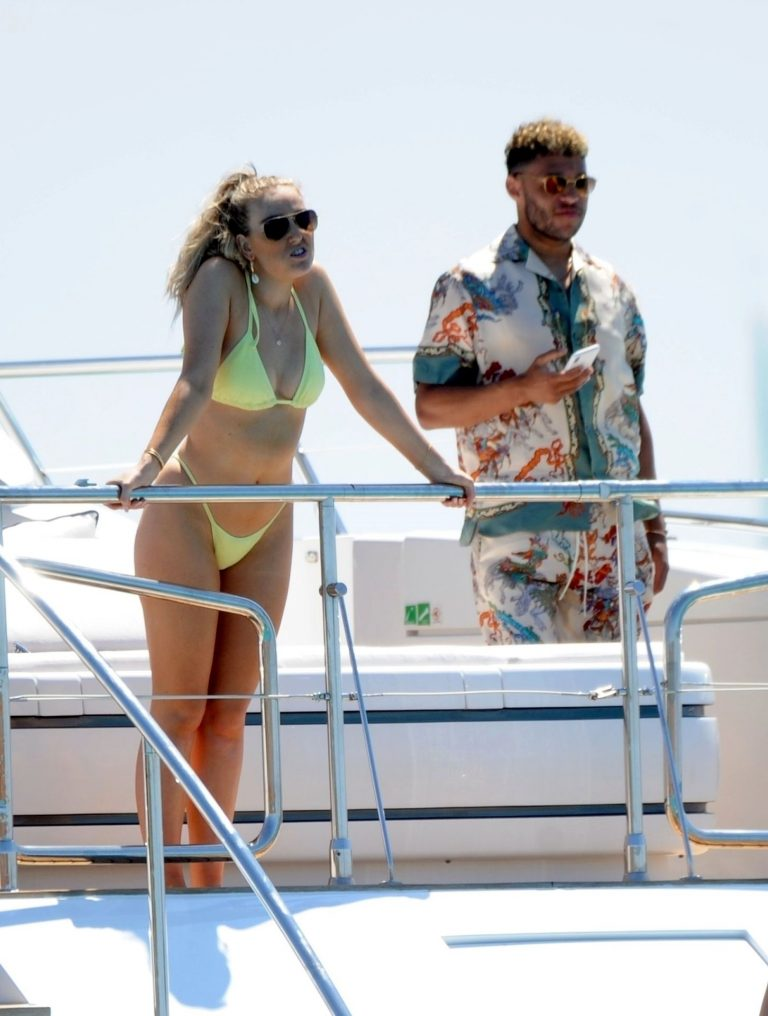 Perrie Edwards Sexy Vacation Photos, Yacht
