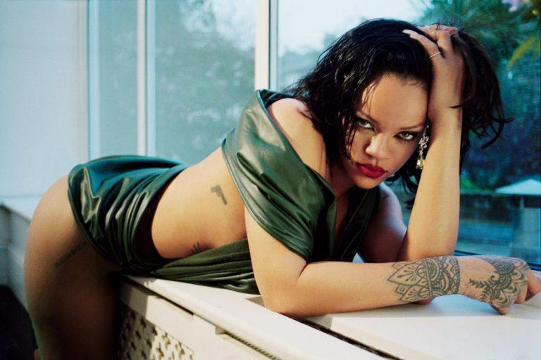 Rihanna Leaked Sexy Pics, Boobs