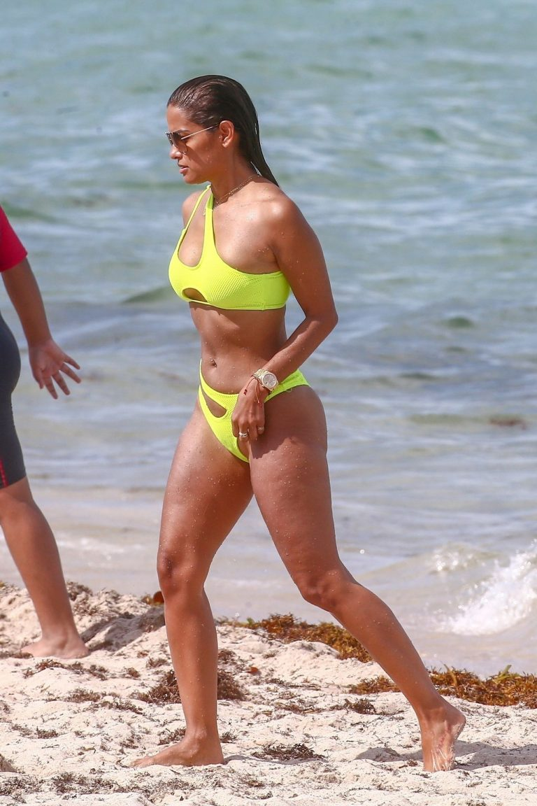 Rocsi Diaz Comes Out Of The Ocean