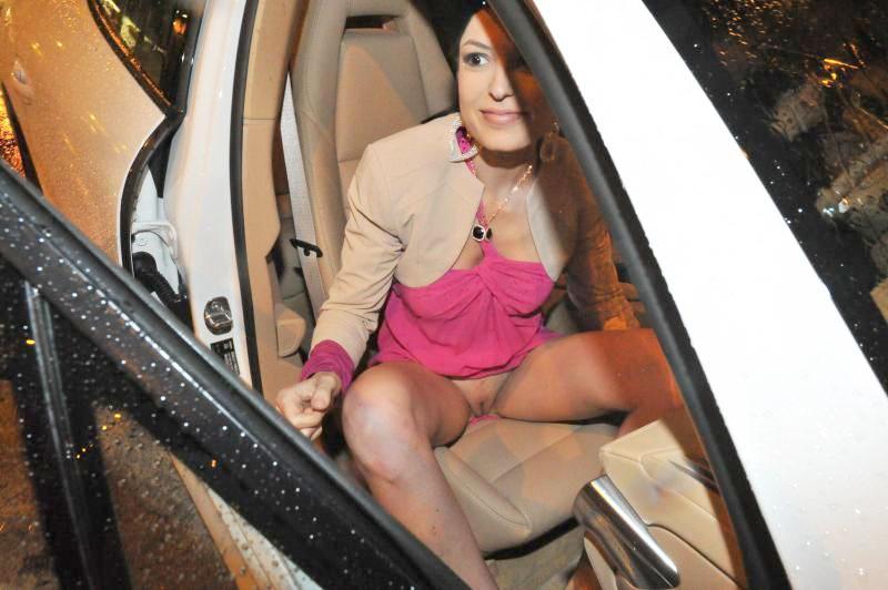 Sara Tommasi Flashing Her Pussy Outdoors