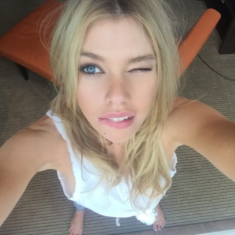 Stella Maxwell Nude Photos Leaked, Tits