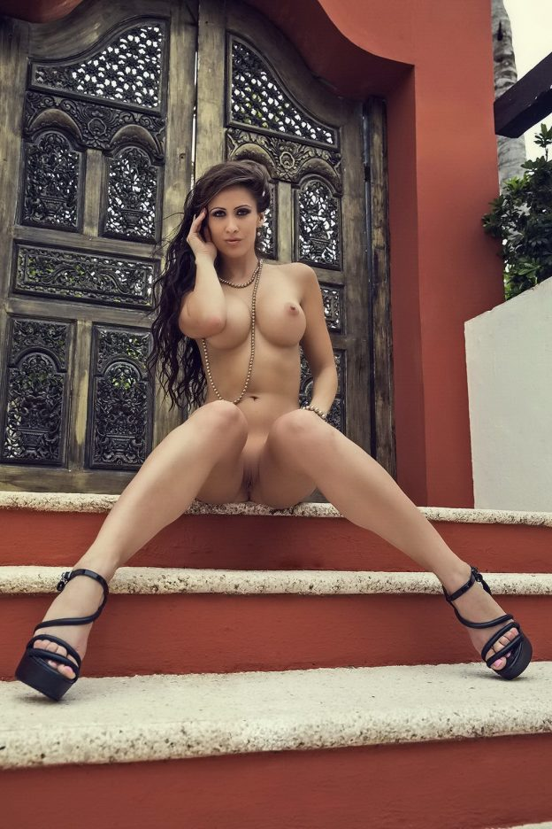 Anais Zanotti Nude Pictures,