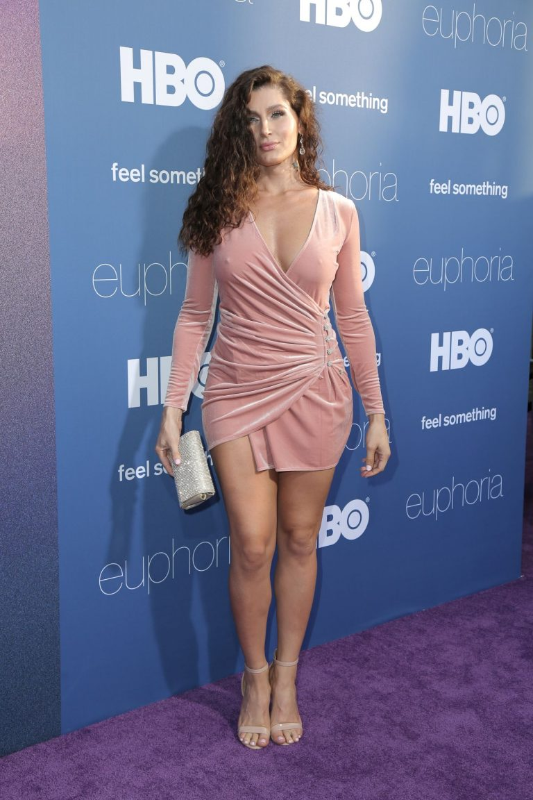 Trace Lysette Sexy Pictures, Braless