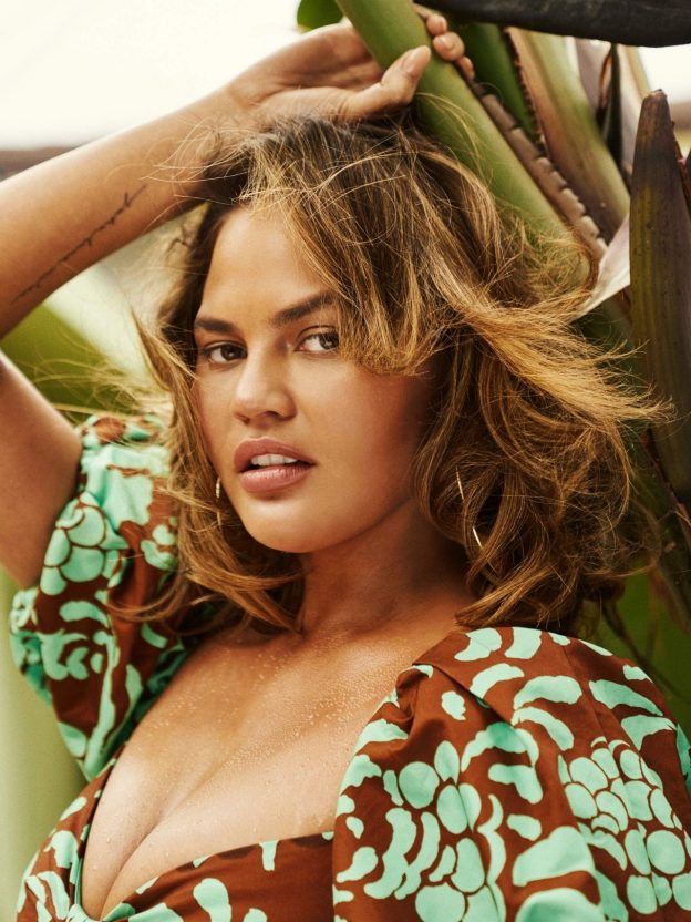 Chrissy Teigen Sexy Photoshoot Pictures