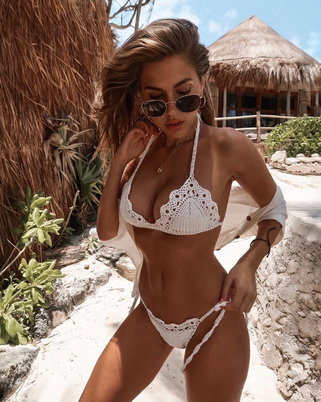Kara Del Toro Pics and Vids in Bikini