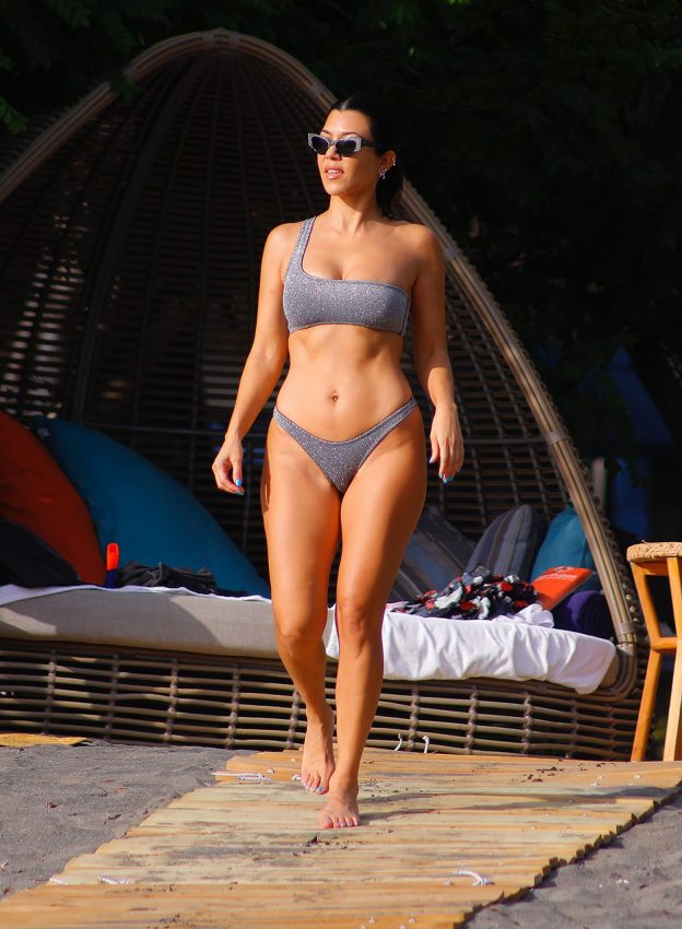 Kourtney Kardashian Hot Revealing Photos