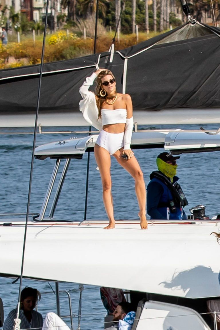 Rachel McCord Sexy Pictures On A Yacht