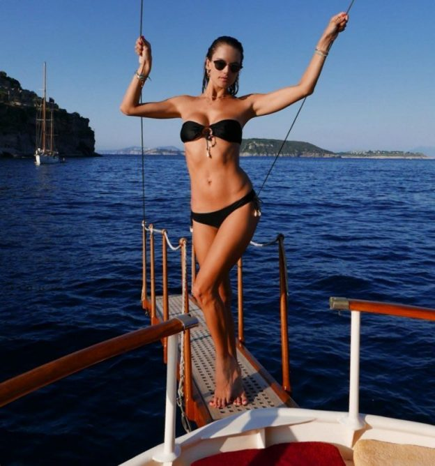 Alessandra Ambrosio Sexy Vacation Photos