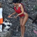 Kourtney Kardashian Sexy Bikini Pictures, Thighs