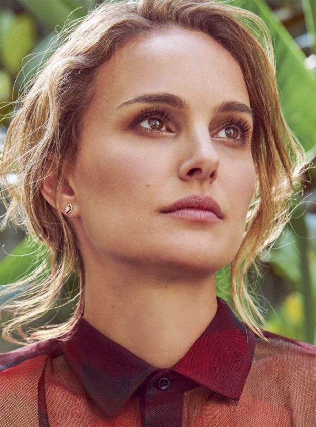 Natalie Portman Sexy Blonde Photos, Cleavage