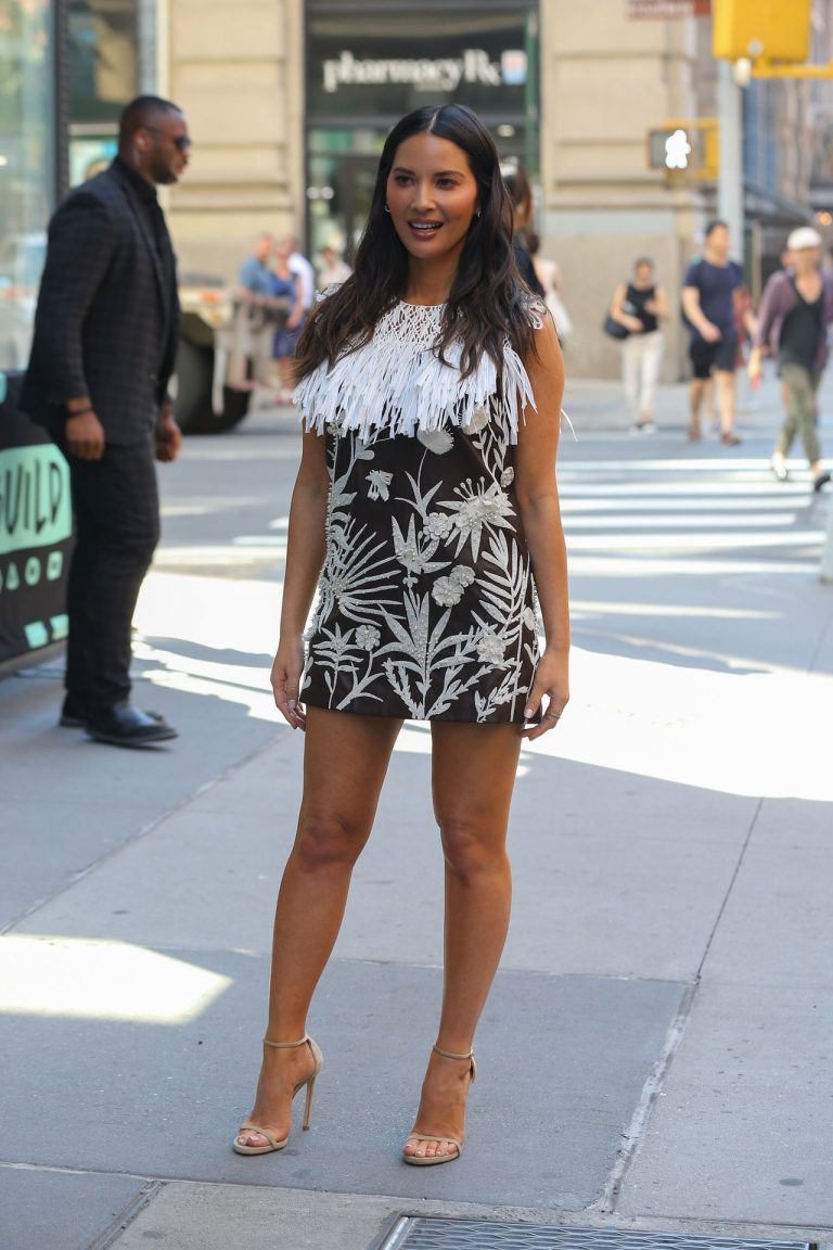 Olivia Munn Sexy Dress Pictures, Long Legs