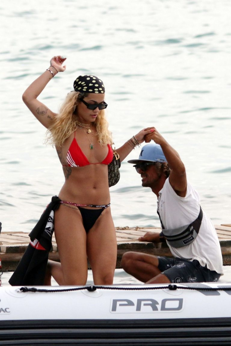 Rita Ora Sexy Bikini Photos, Thick Body