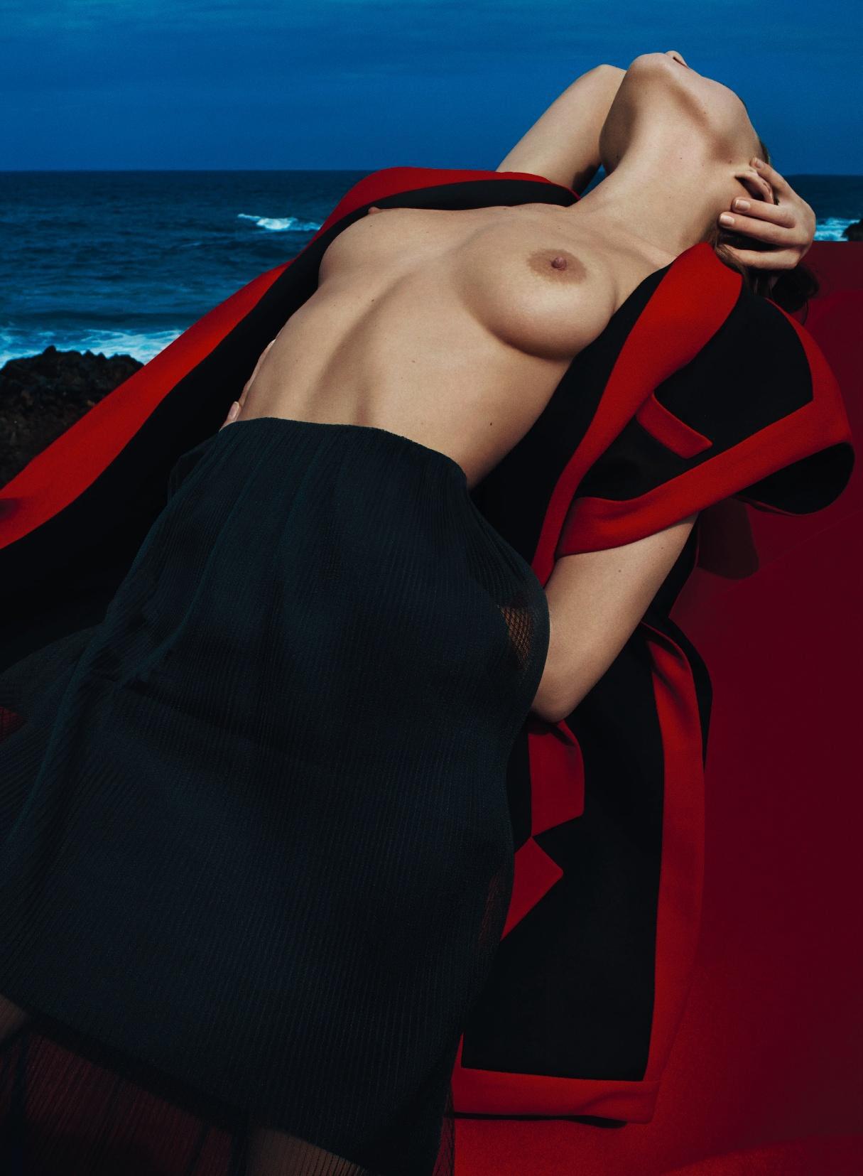 Eliza Cummings Topless Photos, Natural Boobs