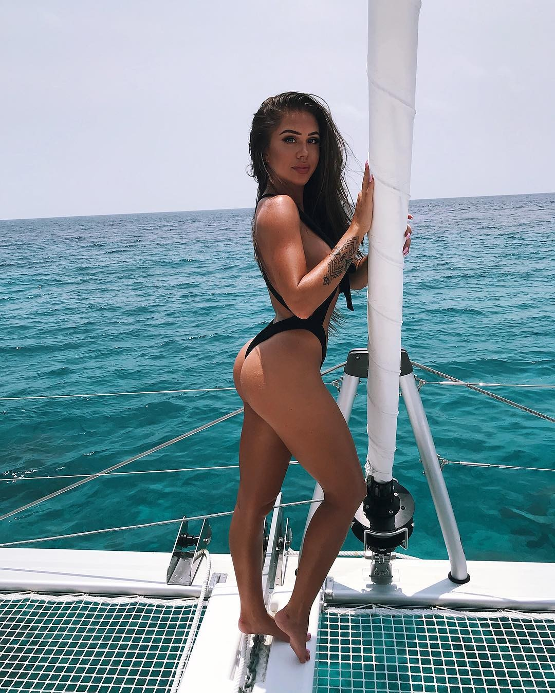 Laura Amy Sexy Swimsuit Pictures, Hot Cleavage